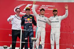 Podio: Andrew Shovlin, Mercedes AMG F1 Engineer; segundo lugar Max Verstappen, Red Bull Racing; Race