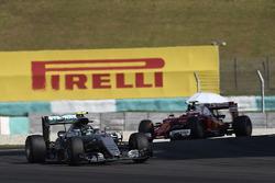 Nico Rosberg, Mercedes AMG F1 W07 Hybrid, Kimi Raikkonen, Ferrari SF16-H
