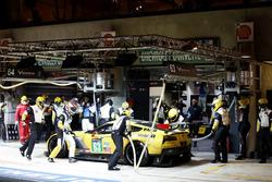 Pit stop #63 Corvette Racing Chevrolet Corvette C7-R: Jan Magnussen, Antonio Garcia, RickyTaylor