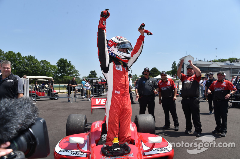 Ganador de la carrera Zach Veach, Belardi Auto Racing