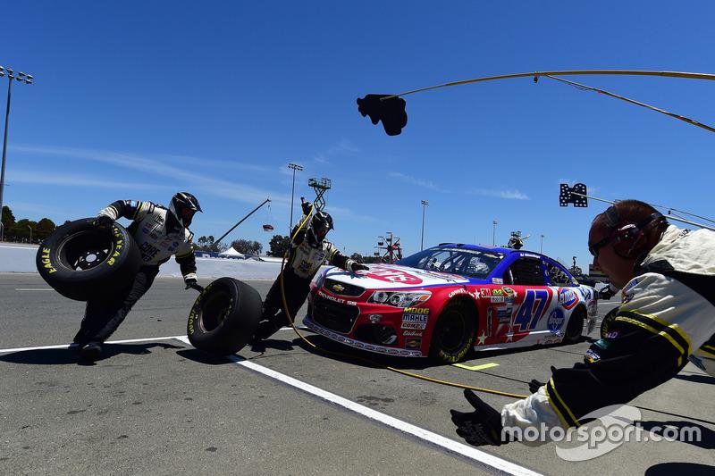 A.J. Allmendinger, JTG Daugherty Racing Chevrolet pit stop