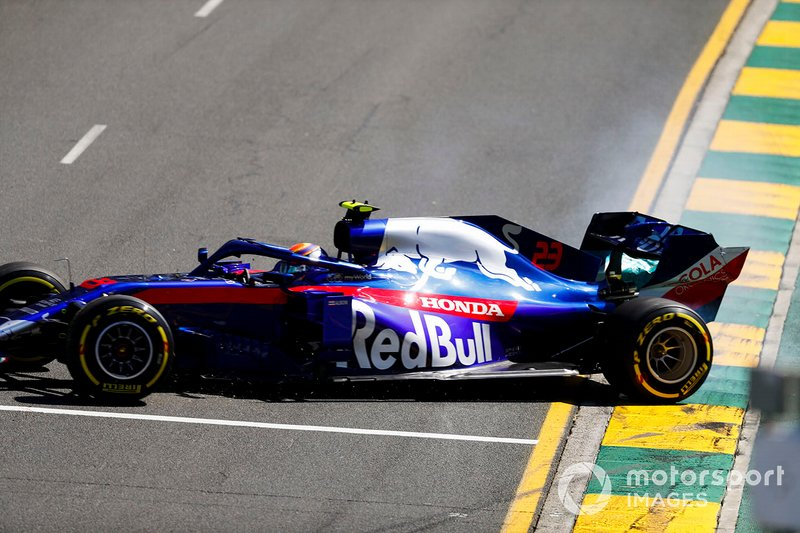 Alexander Albon, Toro Rosso STR14, part en tête-à-queue