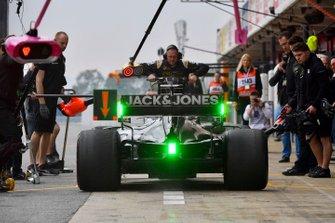 Romain Grosjean, Haas F1 Team VF-19 Ferrari, makes a pit stop