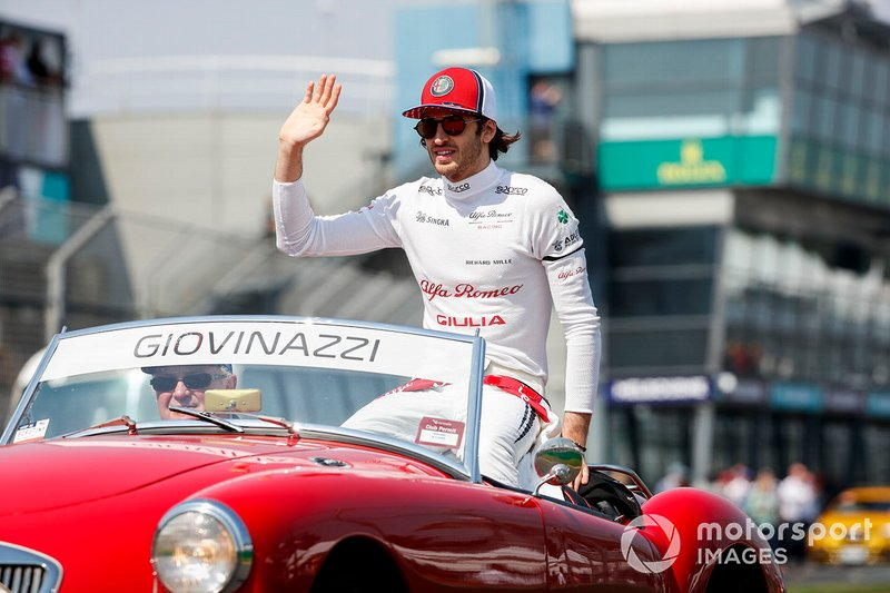 Antonio Giovinazzi, Alfa Romeo Racing, lors de la parade des pilotes
