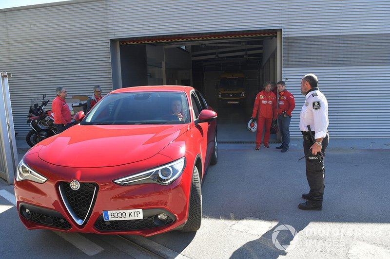 El Alfa Romeo Stelvio sale del Centro Médico