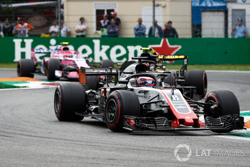 Romain Grosjean, Haas F1 Team VF-18, Carlos Sainz Jr., Renault Sport F1 Team R.S. 18, y Esteban Ocon, Racing Point Force India VJM11