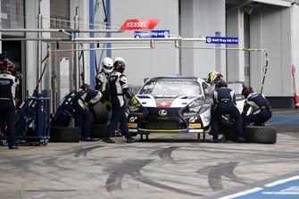 Pit stop, #14 Emil Frey Lexus Racing Lexus RC F GT3: Christian Klien, Albert Costa