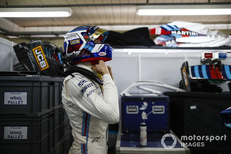 Sergey Sirotkin, Williams Racing, adjusts his crash helmet