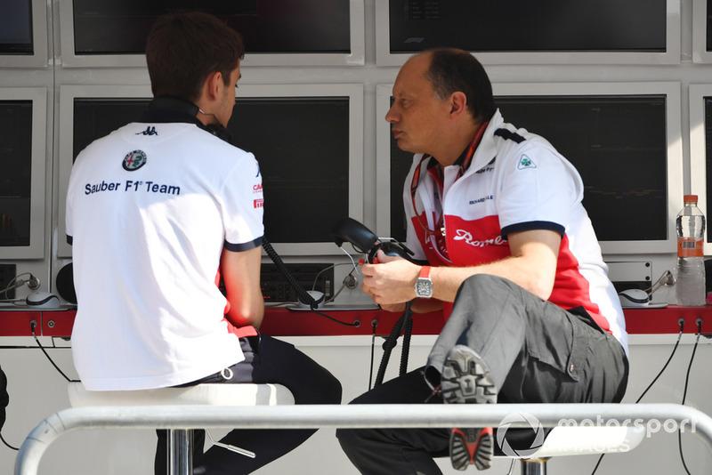 Charles Leclerc, Sauber and Frederic Vasseur, Sauber, Team Principal in FP1