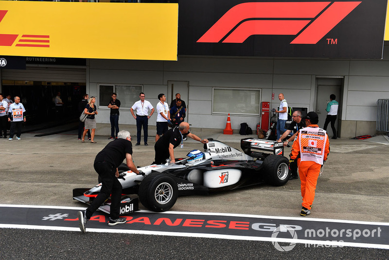 Mika Hakkinen, McLaren MP4-13 Leyendas F1 30 Aniversario vuelta de Demostración