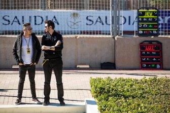Andre Lotterer, DS TECHEETAH, DS E-Tense FE19, regarde les essais depuis le muret des stands