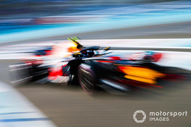 6: Max Verstappen, Red Bull Racing RB14, 1'35.589