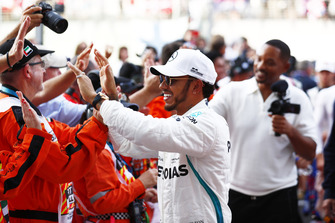 Lewis Hamilton, Mercedes AMG F1, greets the marshals with Will Smith.
