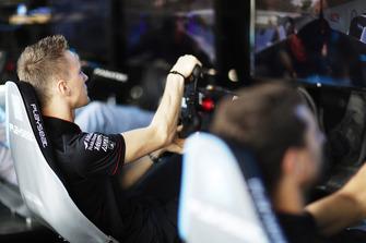 Maximilian Gunther, Dragon Racing, on the eRace simulators