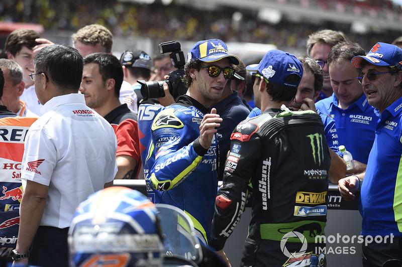 Друге місце Алекс Рінс, Team Suzuki MotoGP, третє місце Жоанн Зарко, Monster Yamaha Tech 3