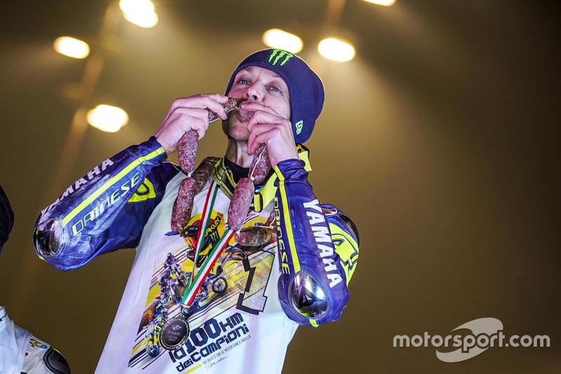 Valentino Rossi célèbre sa victoire