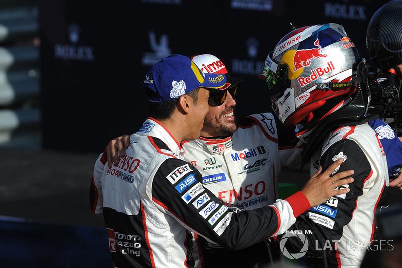 Los ganadores #8 Toyota Gazoo Racing Toyota TS050: Sebastien Buemi, Kazuki Nakajima, Fernando Alonso