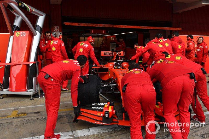 Les mécaniciens Ferrari et Sebastian Vettel, Ferrari SF90