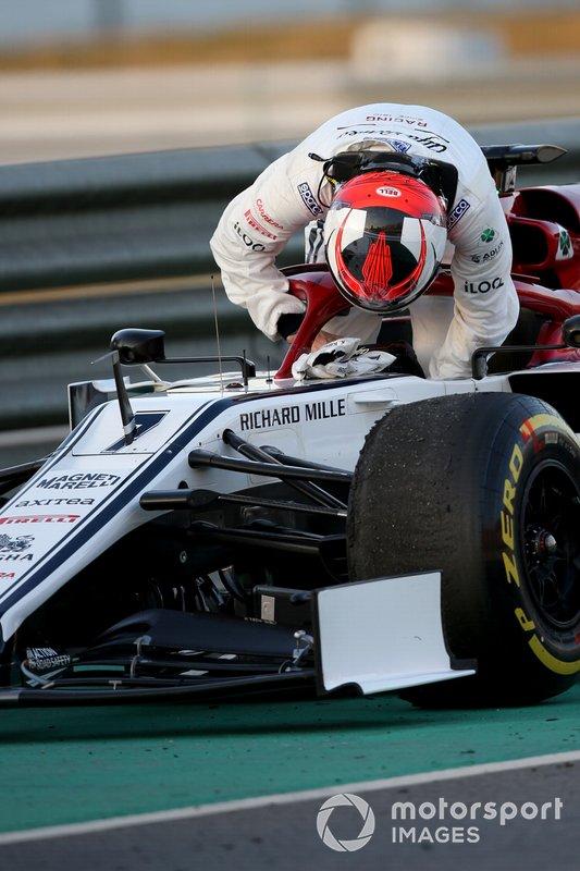Кімі Райкконен, Alfa Romeo Racing, зупинився на трасі