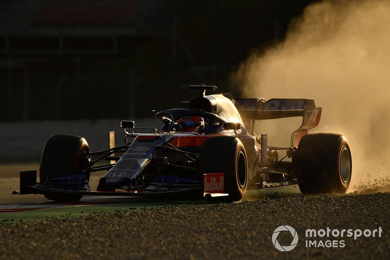 Daniil Kvyat, Scuderia Toro Rosso STR14, va largo
