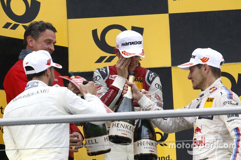 Подіум: Гері Паффетт Mercedes-AMG Team HWA, Mercedes-AMG C63 DTM, Джеймі Грін, Audi Sport Team Rosberg, Audi RS 5 DTM і Марко Віттманн, BMW Team RMG, BMW M4 DTM