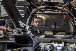 Mechaniker im Ligier JS P217