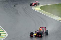 Max Verstappen, Red Bull Racing RB12, Sebastian Vettel, Ferrari SF16-H