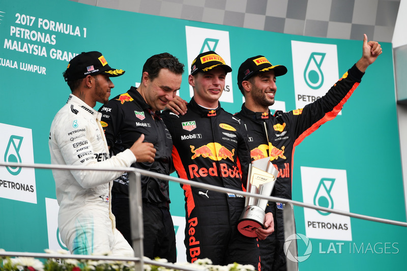 Lewis Hamilton, Mercedes AMG F1, Dan Fallows, Red Bull Racing Head of Aerodynamics, race winner Max Verstappen, Red Bull Racing and Daniel Ricciardo, Red Bull Racing celebrate on the podium, the trophy