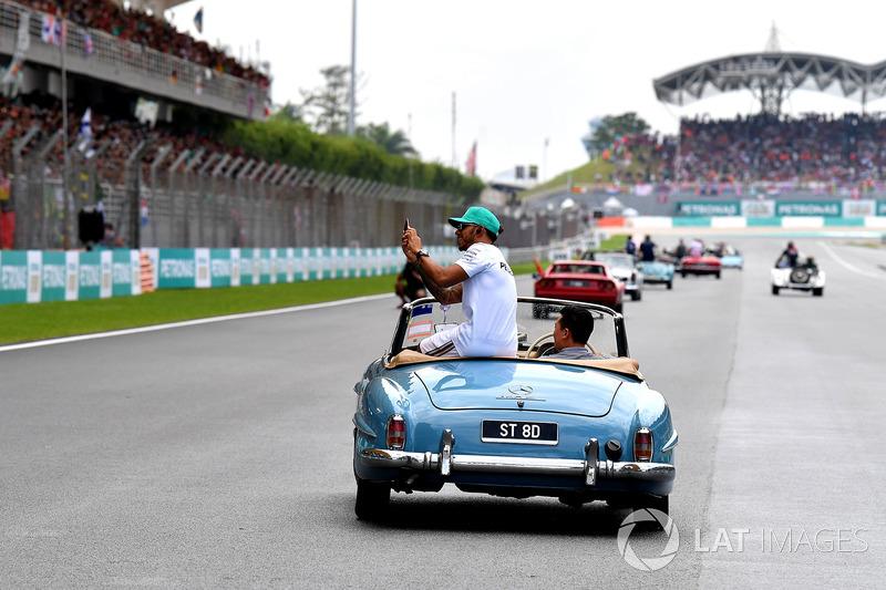Льюіс Хемілтон, Mercedes AMG F1 на параді пілотів