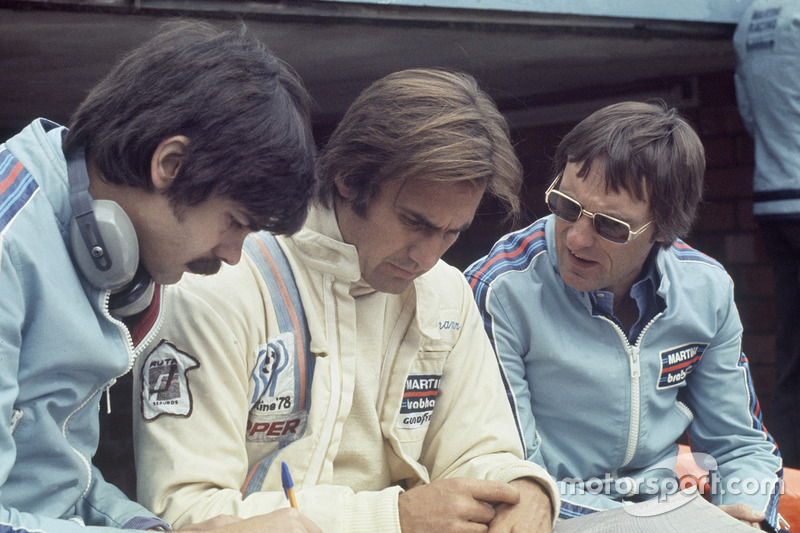 Gordon Murray and Bernie Ecclestone with Carlos Reutemann, Brabham BT44B-Ford