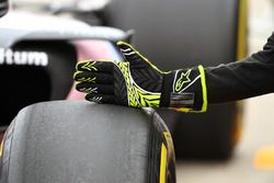 Sahara Force India mechanic Alpinestars glove