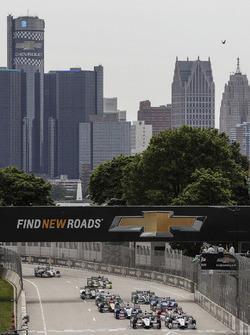 Start: Graham Rahal, Rahal Letterman Lanigan Racing Honda leads
