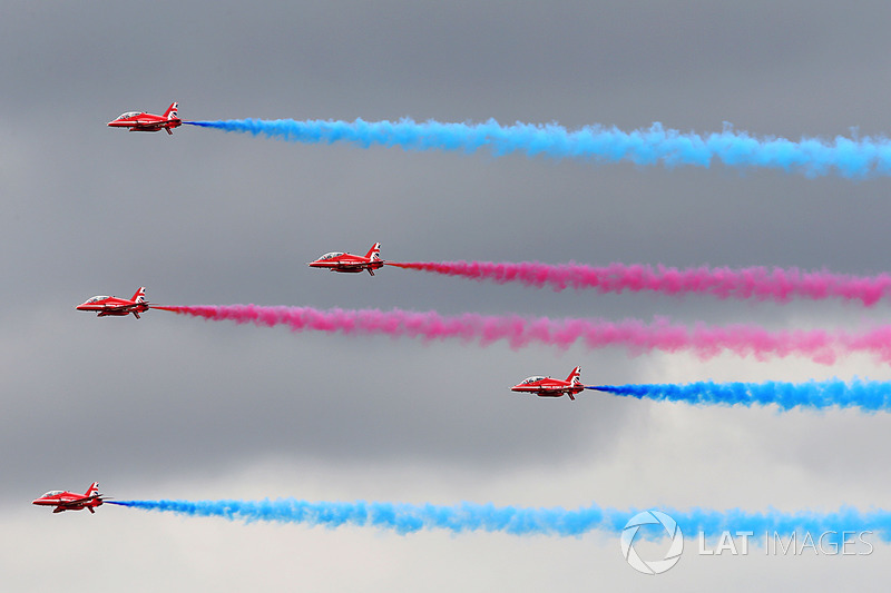 Los Red Arrows sobrevuelan Silverstone