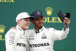 Podyum: Yarış galibi Lewis Hamilton, Mercedes AMG F1 ve 2. Valtteri Bottas, Mercedes AMG F1