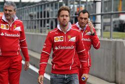 Sebastian Vettel, Ferrari ispeziona il circuito con, Maurizio Arrivabene, Ferrari Team Principal e Riccardo Adami, Ferrari Race Engineer