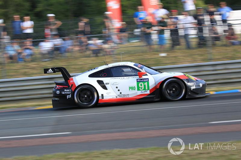 44. №91 Porsche Team Porsche 911 RSR: Рихард Лиц, Фредерик Маковецки, Патрик Пиле