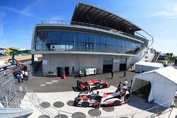 #8 Toyota Gazoo Racing, Toyota TS050 Hybrid: Anthony Davidson, Sébastien Buemi, Kazuki Nakajima, bei der technischen Abnahme