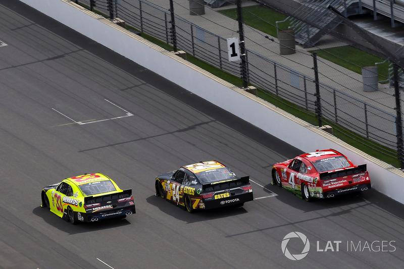 Brandon Jones, Richard Childress Racing Chevrolet, Jeb Burton, JGL Racing Toyota y Ross Chastain, JD Motorsports Chevrolet