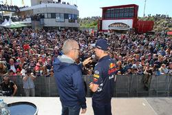 Max Verstappen, Red Bull Racing, mit Olav Mol, F1-Kommentator