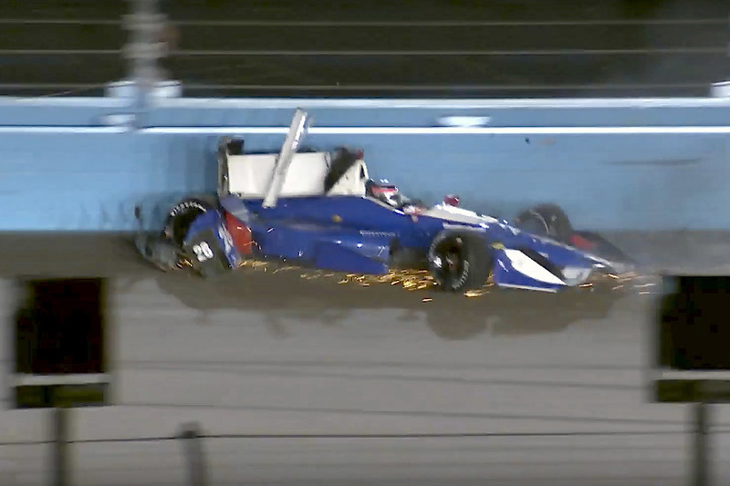Crash: Takuma Sato, Andretti Autosport, Honda (Screenshot)