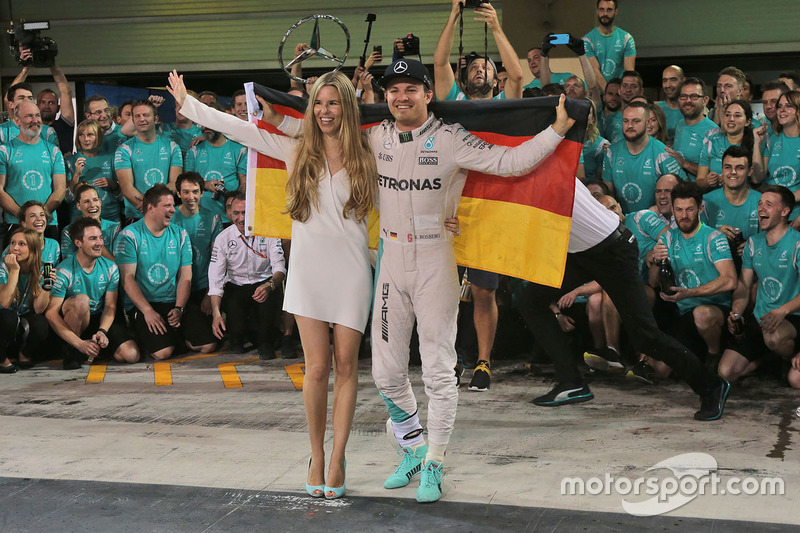 Nico Rosberg, Mercedes AMG F1 celebra su campeonato del mundo con su esposa, Vivian Rosberg y el equipo