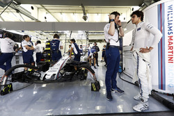 Rob Smedley, Head of Vehicle Performance, Williams, and Lance Stroll, Williams, in the garage