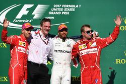 Il vincitore della gara Lewis Hamilton, Mercedes AMG F1, il secondo classificato Sebastian Vettel, Ferrari, il terzo classificato Kimi Raikkonen, Ferrari