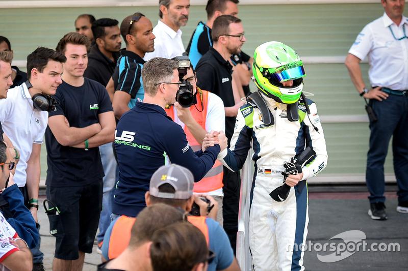 Le vainqueur David Schumacher, Rasgaira Motorsports avec son père Ralf Schumacher