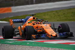 Stoffel Vandoorne, McLaren MCL33, halo'da aero boyası ile