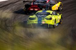 #83 Krohn Racing Ferrari F488 GTE: Tracy Krohn, Nic Jonsson, Andrea Bertolini, #66 JMW Motorsport Ferrari F488 GTE: Liam Griffin, Alex MacDowall, Miguel Molina