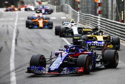Pierre Gasly, Toro Rosso STR13, leads Nico Hulkenberg, Renault Sport F1 Team R.S. 18, Sergey Sirotkin, Williams FW41, and Stoffel Vandoorne, McLaren MCL33