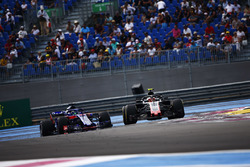 Kevin Magnussen, Haas F1 Team VF-18, voor Brendon Hartley, Toro Rosso STR13