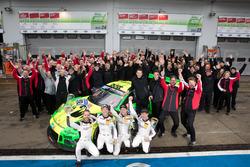 I vincitori della gara #912 Manthey Racing Porsche 911 GT3 R: Richard Lietz, Patrick Pilet, Frédéric Makowiecki, Nick Tandy