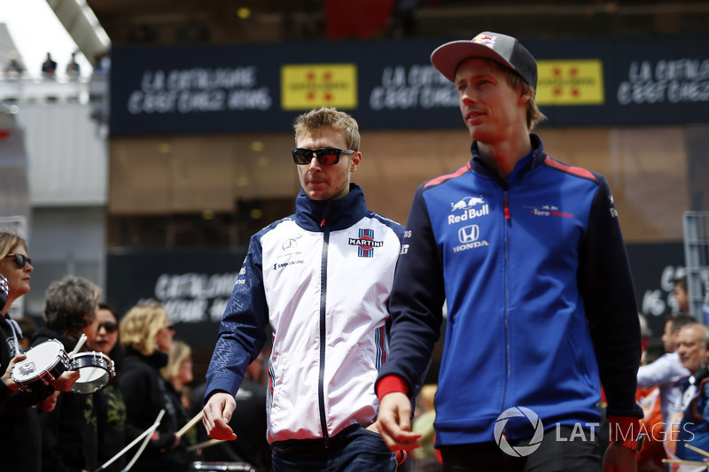 Sergey Sirotkin, Williams and Brendon Hartley, Scuderia Toro Rosso saat parade pembalap